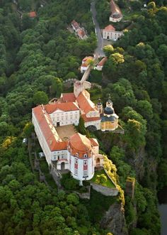 Vranov nad Dyji, the biggest rock castle in Czech Republic. Palaces, Places To Travel, Places To See, Wonderful Places, Beautiful Places, Prague Czech Republic, Castle Ruins, Beautiful Castles, Wonders Of The World