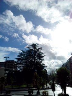 bebeteca. Primavera loca:lluvia,frío,sol,nubes,viento,otra vez sol....Vigo.