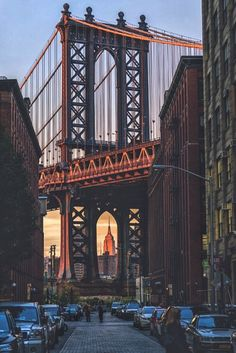 Manhattan Bridge Views from Dumbo, Brooklyn by SAM - The Best Photos and Videos of New York City including the Statue of Liberty, Brooklyn Bridge, Central Park, Empire State Building, Chrysler Building and other popular New York places and attractions.