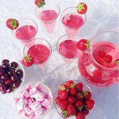 """More of this!!! #myhome #homeandgarden #summer #holiday #straeberries #cherries #summerlove"""