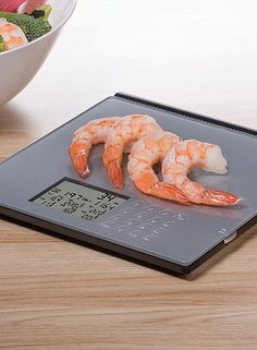 Scale calculates and displays weight, calories, fat, cholesterol, fiber, protein, sodium and carbohydrates all at once.