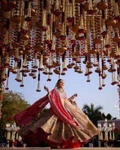 Bridal Poses, Bridal Photoshoot, Indian Bridesmaids, Indian Wedding Photography, Photography Couples, Portrait Photography, Girl Photo Shoots, Indian Bridal Fashion, Indian Wedding Decorations