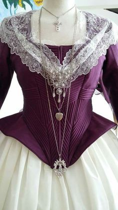 Traje fallera Vintage Gowns, Vintage Outfits, Grandeur Nature, Old School Fashion, 18th Century Fashion, Period Outfit, Gowns Of Elegance, Fantasy Dress, Historical Clothing