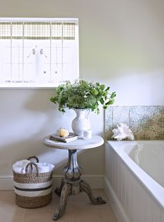 Chalk Paint, Bathtub, Bathroom, Table, Inspiration, Furniture, Home Decor, Standing Bath, Washroom