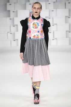 Catwalk photos and all the looks from Manchester School of Art Spring/Summer 2015 Ready-To-Wear London Fashion Week