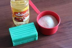Cozinha - Pasta para dá brilho em panelas - Vinagre + Sabão + Açucar Cleaning Day, Diy Cleaning Products, Cleaning Hacks, Everyday Hacks, Home Hacks, Minho, Measuring Cups, Keep It Cleaner, Clean House