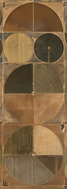 Water: Artful, Aerial Views of Humanity's Impact Pivot irrigation in the high plains of Texas, on the panhandle. 2011. Photo: Edward Burtynsky, courtesy of the Nicholas Metivier Gallery, Toronto, Howard Greenberg Gallery and Bryce Wolkowitz Gallery, New York