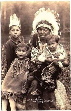 MENOMINEE Reginald Oshkosh with his grandchildren, Real Photo Postcard edited Native American Children, Native American Wisdom, Native American Pictures, Native American Beauty, American Indian Art, Native American Tribes, Native American History, By Any Means Necessary, Sioux
