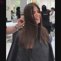 Long To Short Haircut, Long Hair Cut Short, Haircuts Straight Hair, Korean Short Hair, How To Curl Short Hair, Weave Ponytail Hairstyles, Medium Hairstyles, Cool Hairstyles, Hair Cutting Videos