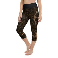 Workout with comfort and Show-off your Zodiac Sign in Sagittarius with these high-quality capri. This design is made to complement any body types. Show off that bum, be a head-turner, and workout in confidence. Aquarius Zodiac, Sagittarius, Crotch Area, Workout Leggings, Body Types, Squats, Zodiac Signs, Capri, Confidence