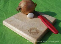 Mini cutting board for garlic and onion / Mini planche à découper pour oignon et ail par atelierunikart, $12,00
