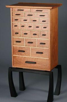 Spectrum: The Necessaries Chest - Reader's Gallery - Fine Woodworking #finewoodwork #FineWoodwork