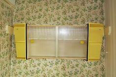 Vintage retro 50s 60s kitchen wall cupboard cabinet yellow 60s Kitchen, Kitchen Wall Cabinets, Yellow Walls, Cupboard, Retro Vintage, Interiors, Garden, Home, Kitchen Cabinets