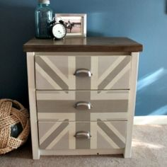 Neutral Union Jack colors will steal your heart while giving just the right amount of fun in your home decor. Step-by-step instructions.