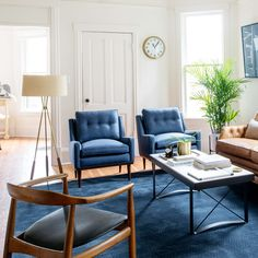 The Mystery Of How To Style A Coffee Table In Your Living Room Decor 28 - decorincite Living Room Chairs, Rugs In Living Room, Living Room Designs, Dining Room, Living Room Decor In Blue, Blue Home Decor, Cafe Chairs, Desk Chairs, Swing Chairs