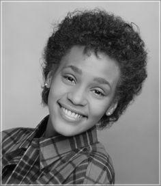 Whitney Houston never before seen photos « Sandra Rose Whitney Houston, Beverly Hills, Iconic Photos, Beautiful Voice, Mariah Carey, Beautiful Black Women, Beautiful People, Famous Faces, American Singers