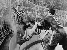 Gordie Howe of the Detroit Red Wings takes out Frank Udvari as the referee escapes collision. Hockey Socks, Ice Hockey, Hockey Shirts, History Of Hockey, Hartford Whalers, Hockey Pictures, Sports Pictures, Hockey Rules, Men Are Men