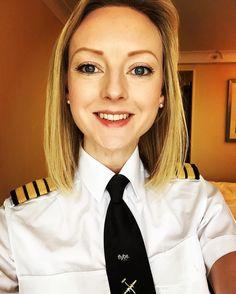 Ready for work selfie! Flight Pilot, Pilot Uniform, Commercial Pilot, Female Pilot, Aviators Women, Girls Uniforms, Cabin Crew, Blouse Outfit, Flight Attendant