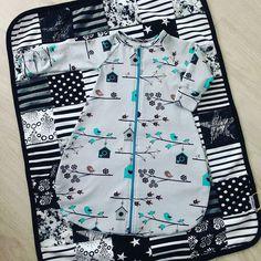 #repost @kuiskausfi -  Kuiskaus tuo Lastenvaatekarnevaaleille myös ihania unipusseja! Ohut trikoinen pussi on kätevä myös niille vauvoille keillä on aina kuuma  hihansuut on käännettävissä umpeen. Tilkkupeittoja löytyy myös Karnevaaleilta niitä valmistaa @sikaihana #unipussi #vauvalle #lastenvaatteet #vauvanvaatteet #lastenvaatekarnevaali #madeinfinland #käsityökortteli #suomestakäsin #kotimainen #käsityö #tilkkupeitto #mustavalkoinen #tampere