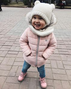 49 You Can Copy Now Warm Winter Outfit For Your Daughter In any case, a baby moon before baby arrives might be exactly what the whole family requirements. Baby Outfits, Outfits Niños, Toddler Outfits, Fashion Kids, Baby Girl Fashion, Winter Fashion, Cute Kids, Cute Babies, Baby Kind