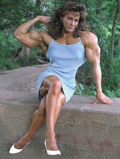 mature_muscular_lady_by_cribinbic.jpg (477×636)