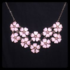 Flower necklace This is a statement necklace. The chain and details are gold, and the flowers are light pink. Jewelry Necklaces