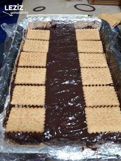 Muzlu Piramit Pasta Tarifi Turkish Recipes, Food And Drink, Desserts, Magnolias, Corduroy Pants, High Waist, Celebrities, Kitchens, Food Food