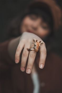 Coole Fotos ❤ Kids Behaving Badly: A Misdiagnosed Epidemic? Giraffe Ring, Giraffe Jewelry, Animal Jewelry, Giraffe Art, Unique Rings, Unique Jewelry, Animal Rings, Jewelry Photography, Polished Brass