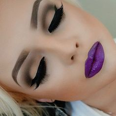 I'm seeing a lot of purple lipstick .. It's making me wanna try :)