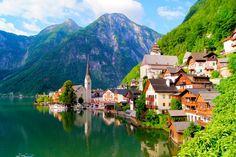 Impossível não se apaixonar por Hallstatt. Clique na foto e encontre voos promocionais para Áustria ✈