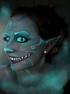Everything about the chesire cat I adore. I tried a few images for the contest but nothing was turning out. before the contest I wasn't inspired to attempt any art, so this was a real treat to get . face paint makeup chesire cat me by on DeviantArt Halloween Cosplay, Halloween Fun, Crazy Halloween Makeup, Scary Halloween Costumes, Chesire Cat, Cheshire Cat Makeup, Cheshire Cat Costume, Cheshire Cat Face Paint, Cheshire Cat Halloween