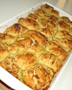 Cesnakovo-bylinkový maslový chlieb na roztrhanie