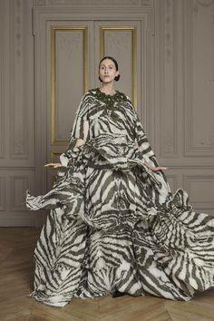 Giles Deacon Fall 2016 Couture #animalskins