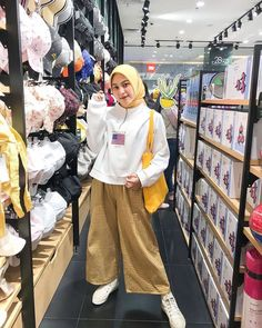Hijab Casual, Ootd Hijab, Casual Outfits, Hijab Chic, Classy Outfits, Vintage Outfits, Modern Hijab Fashion, Street Hijab Fashion, Muslim Fashion