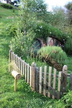 underground home, I want a hobbit hole so bad!