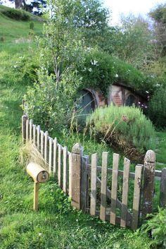 underground home, I want a hobbit hole so bad!