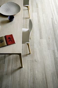 Imitation parquet floor tiles in 85 impressive ideas Wide Plank Flooring, Engineered Hardwood Flooring, Parquet Flooring, Hardwood Floors, Parquet Tiles, Wood Look Tile Floor, Wood Effect Tiles, Ceramic Floor Tiles, Porcelain Tile