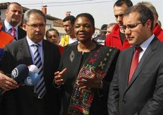 Valerie Amos (C), Under-Secretary-General and Emergency Relief Coordinator at the United Nations Office for the Coordination of Humanitarian Affairs (OCHA), speaks to media during her visit at a refugee camp named Container City on the Turkish-Syrian border in Oncupinar in Kilis province, southern Turkey, March 13, 2013. REUTERS/Orhan Cicek/Pool