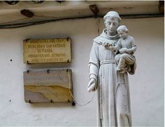 Estatua de San Antonio De Padua, anteriormente ubicada frente a la Iglesia de San Antonio. Luisfer Martinez: FOTOS ANTIGUAS SANTIAGO DE CALI.