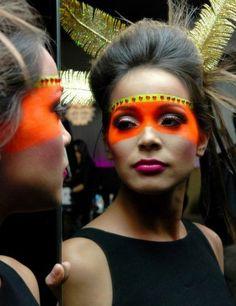 schminktipps karneval augenmaske orange
