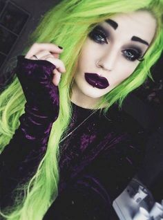 {Fc:Victoria Campbell} Hey I'm Liz, I'm 18 and single. But sorry guys I'm a lesbian. I'm addicted to girls and alcohol