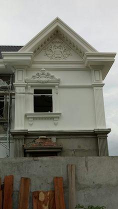 Front Window Design, House Front Design, Door Design, Exterior Design, Classic House Exterior, Classic House Design, Modern House Design, Neoclassical Architecture, Architecture Details