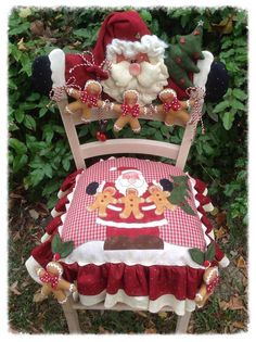 50 Ideas for art deco chair beautiful Christmas Chair, Merry Christmas, Christmas Sewing, Felt Christmas, Country Christmas, All Things Christmas, Christmas Holidays, Christmas Decorations, Christmas Ornaments