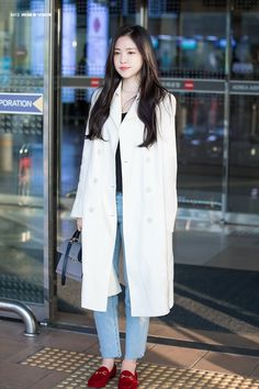 Kpop Fashion, Asian Fashion, Girl Fashion, Airport Fashion, Airport Outfits, Apink Naeun, Krystal Jung, Iconic Women, Korean Celebrities