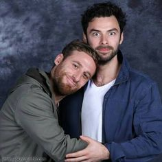 Dean O'Gorman (Fili) and Aidan Turner (Kili) - omigush, these two! I can never pass up the opportunity to pin something as cute as this bromantic pose. It's impossible!!