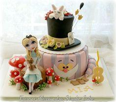 Alice nel paese delle meraviglie Cake  Alice in wonderland Cake.