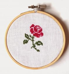 Beautiful Simplicity... a Christmas rose by Sew French #crossstitch #pattern #kruissteek #patroon #gratis #free