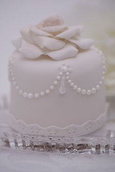 Fondant- The Wedding Cake Blog: Mini Wedding Cakes