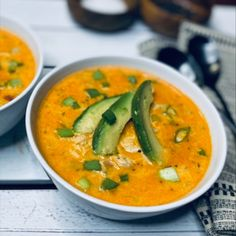 Creamy and spicy Buffalo Chicken Soup to spice up your weeknight dinner. Made with chicken, buffalo sauce, chicken broth, and cheddar cheese. Lunch Recipes, Soup Recipes, Cooking Recipes, Buffalo Chicken Soup, Chicken Soups, Yummy Eats, Yummy Yummy, Tasty, Yummy Food