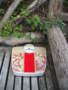 Take your favourite handbag and use it to recover old and tired bathroom scales.